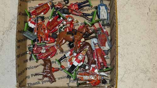 Collection of 29 lead toy soldiers