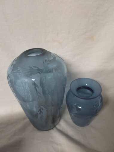 2 Vandermark vases with leaf designs. - 2