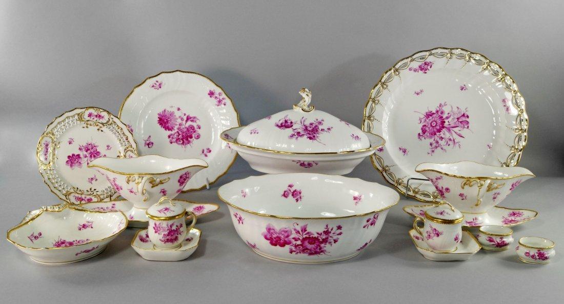 An extensive Royal Copenhagen porcelain part dinner