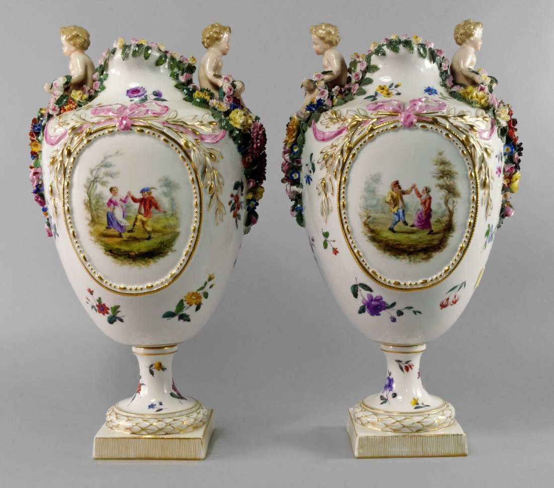 A pair of impressive Samson vases, late 19th century,
