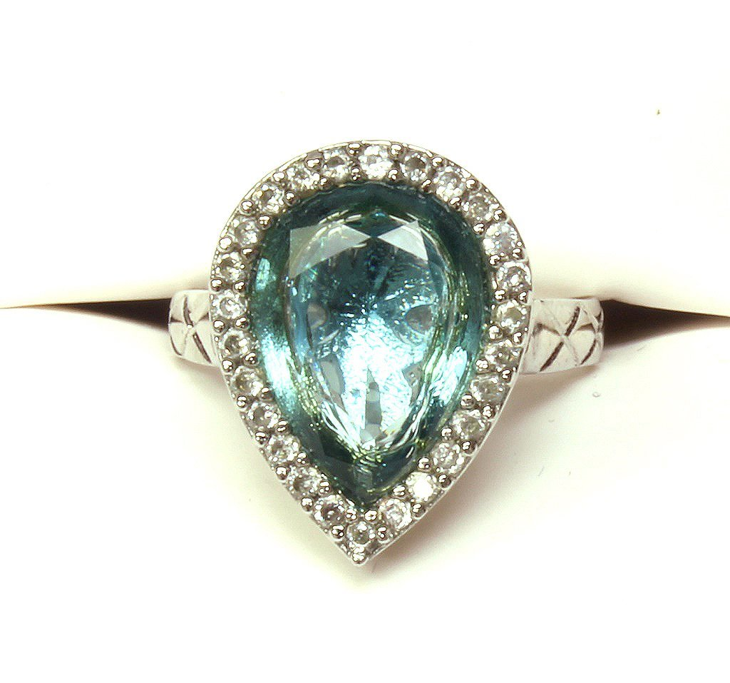 4 ct. blue topaz ring set in sterling silver.