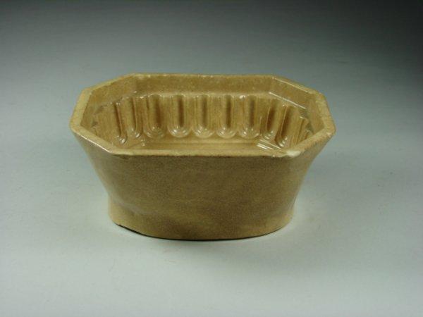 771: Yellow Ware Corn Mold