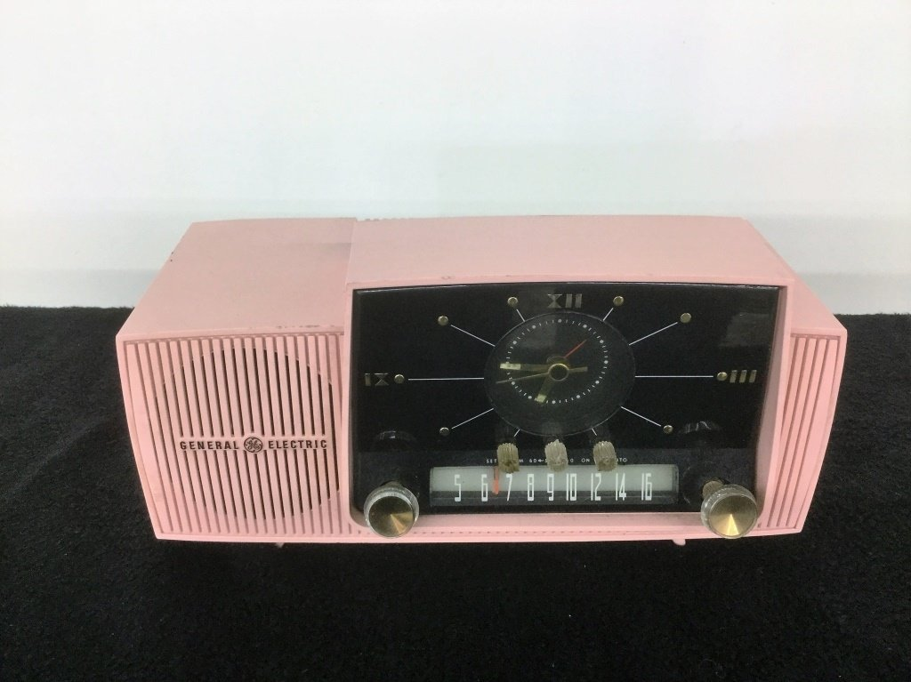 Vintage GE AM Clock Radio
