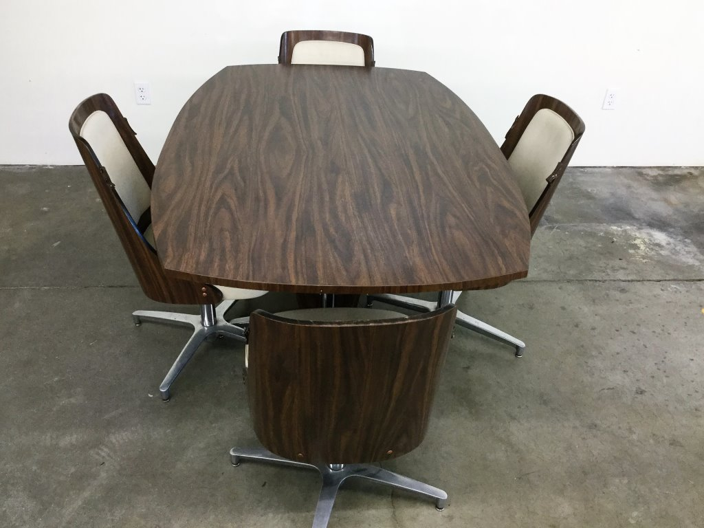 VINTAGE FORMICA/ALUMINUM BASE TABLE/4 CHAIRS