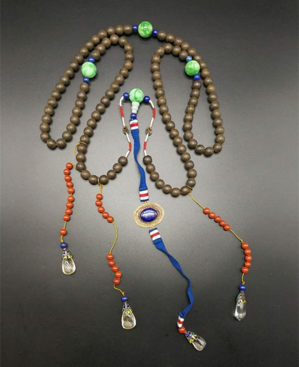 Chinese Chenxiang Court Necklace