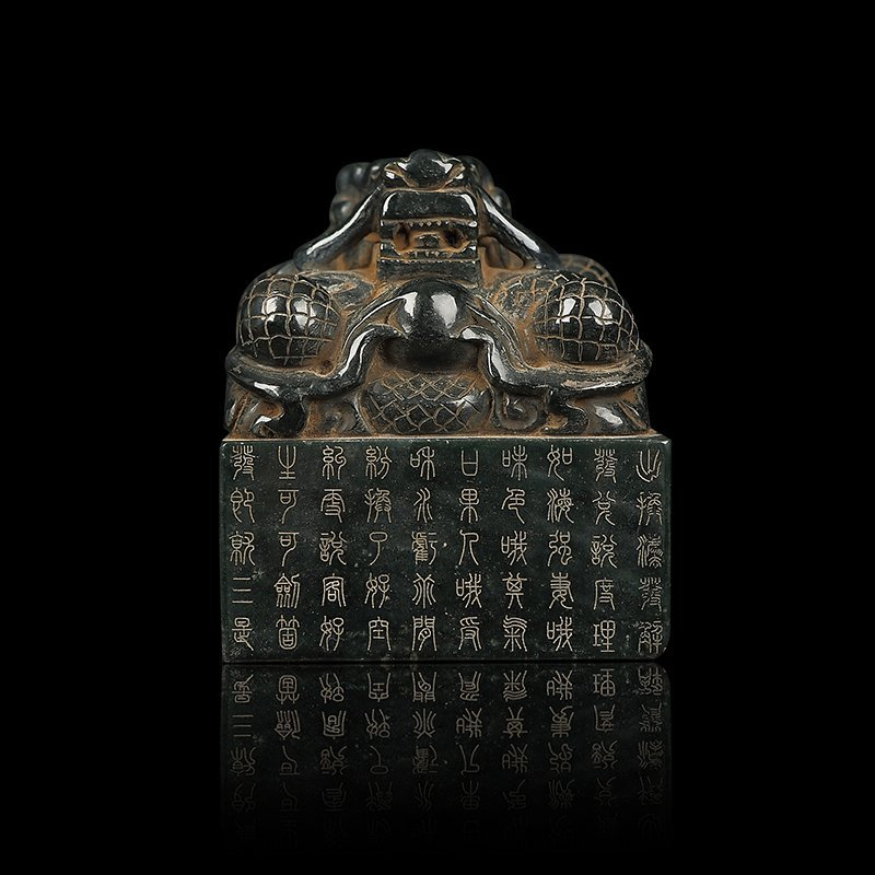 Chinese Qing Dynasty Green Hetian Jade Dragon Seal