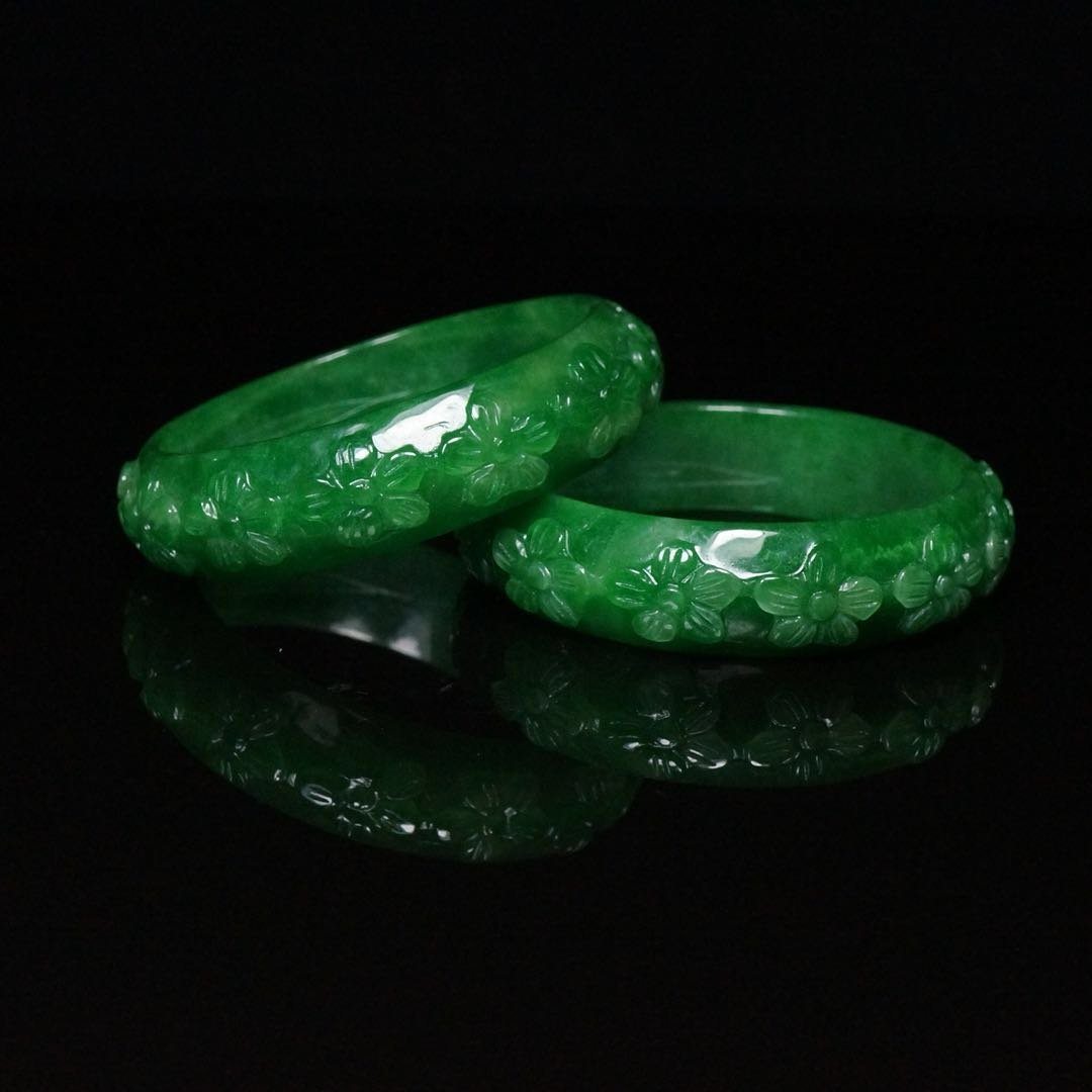 Pair of Chinese Qing Dynasty Jade Bracelets - 2