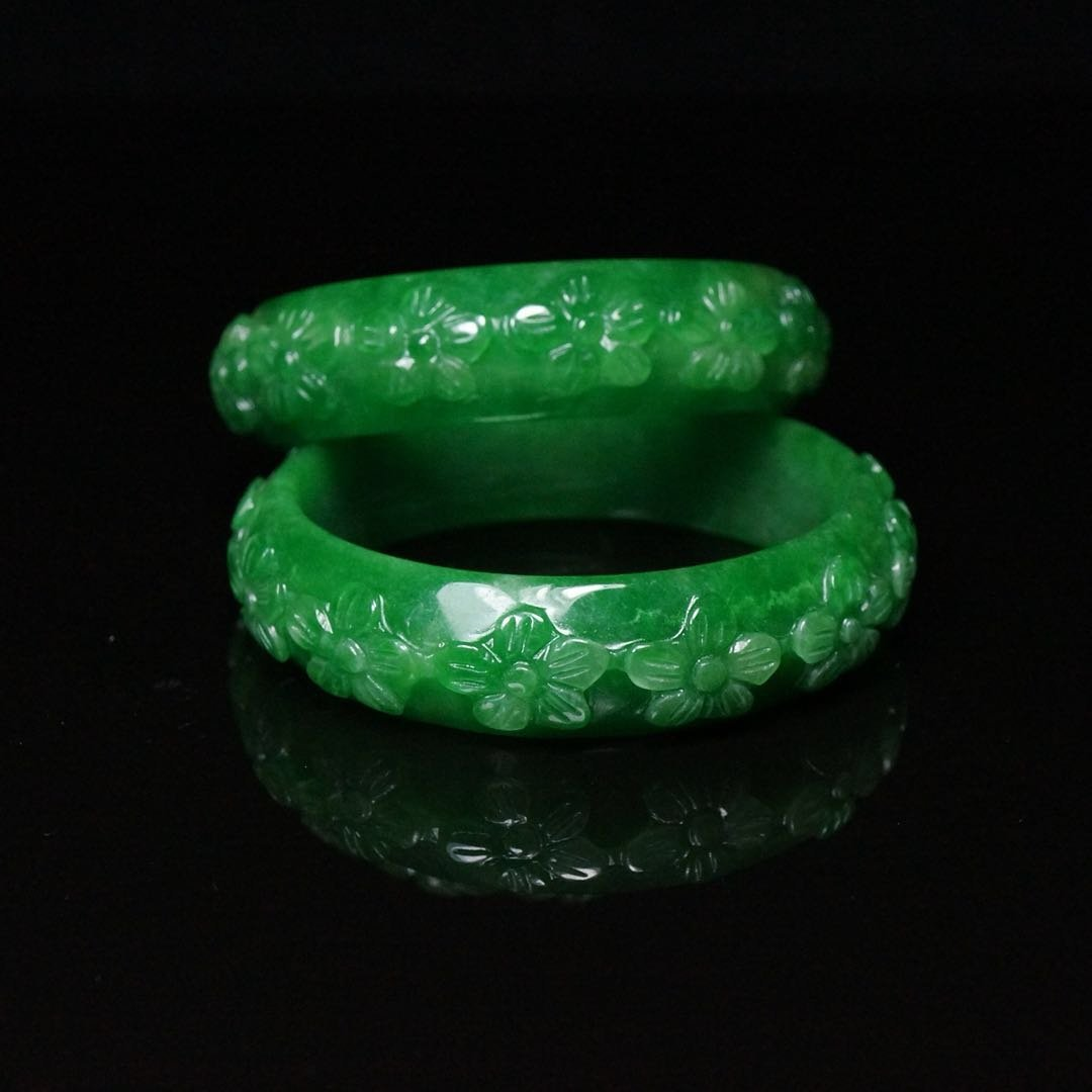Pair of Chinese Qing Dynasty Jade Bracelets - 5