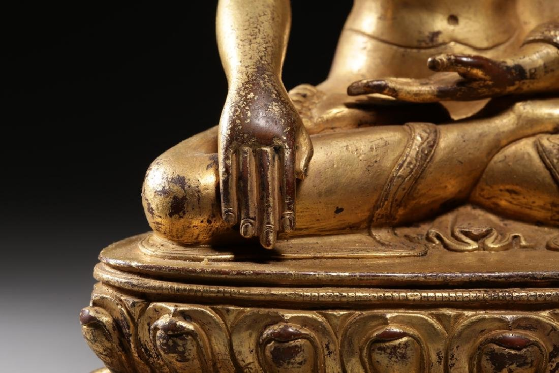 VERY FINE CHINESE BRONZE FIGURE OF BUDDHA - 4