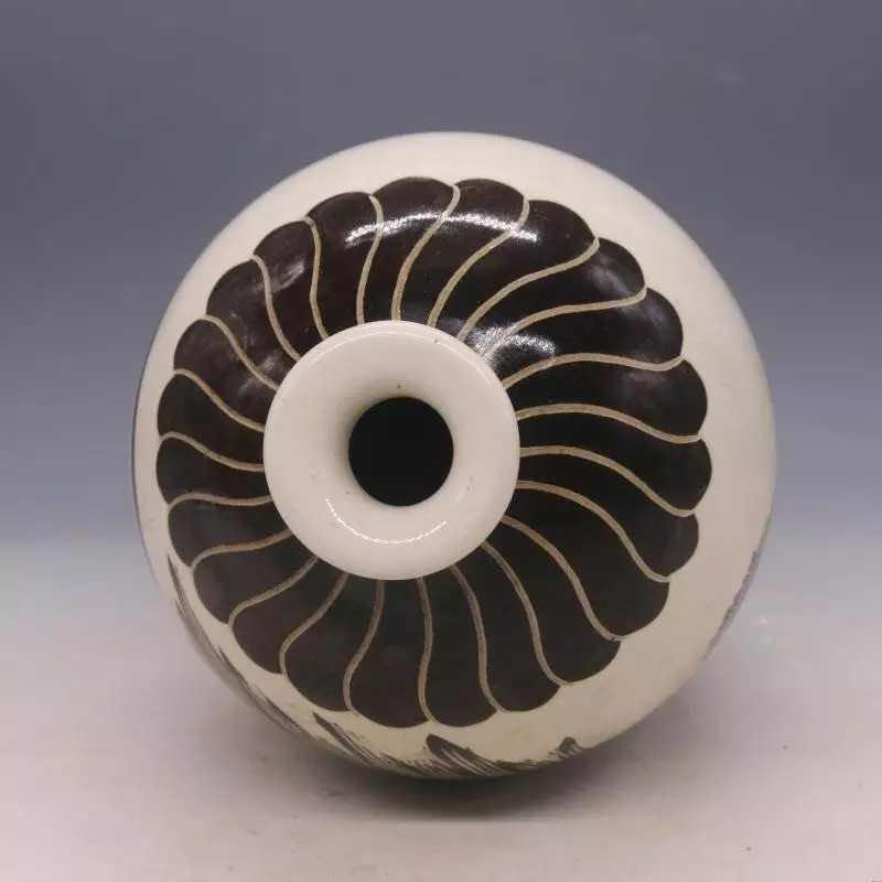 Chinese Cizhou  Kiln  Porcelain  Vase - 4