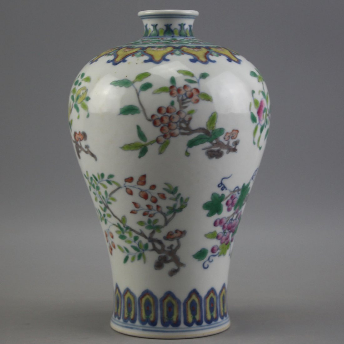 Chinese Doucai Porcelain Vase, Yongzheng Mark. - 2