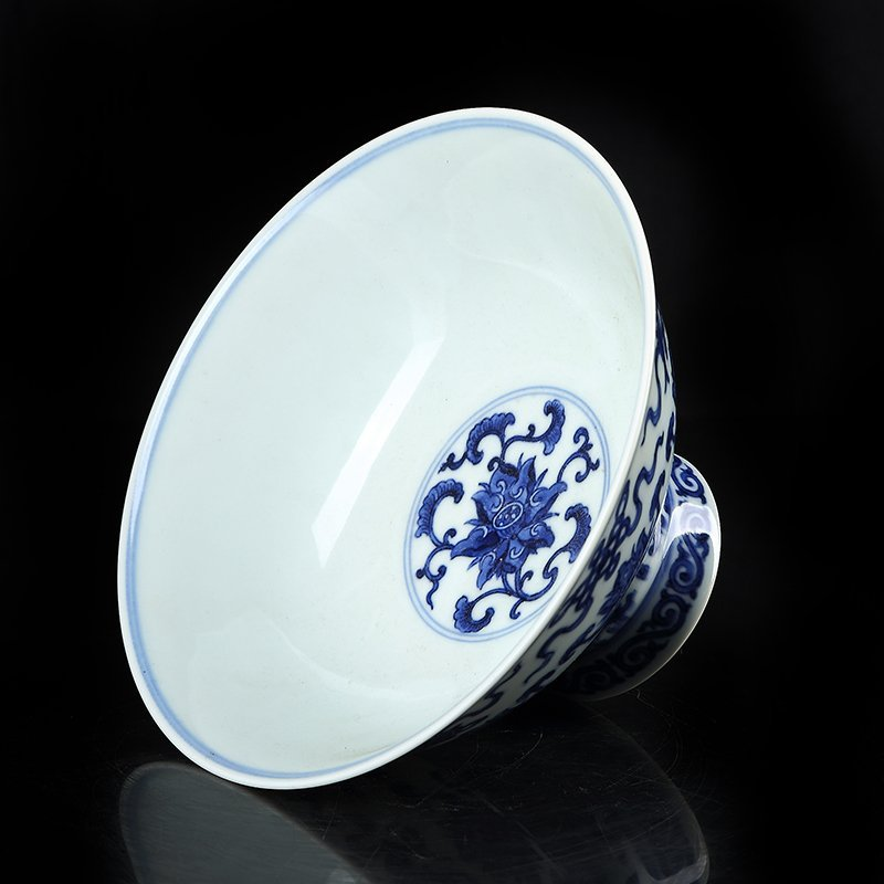Chinese blue and white footed bowl in the qing dynasty - 3