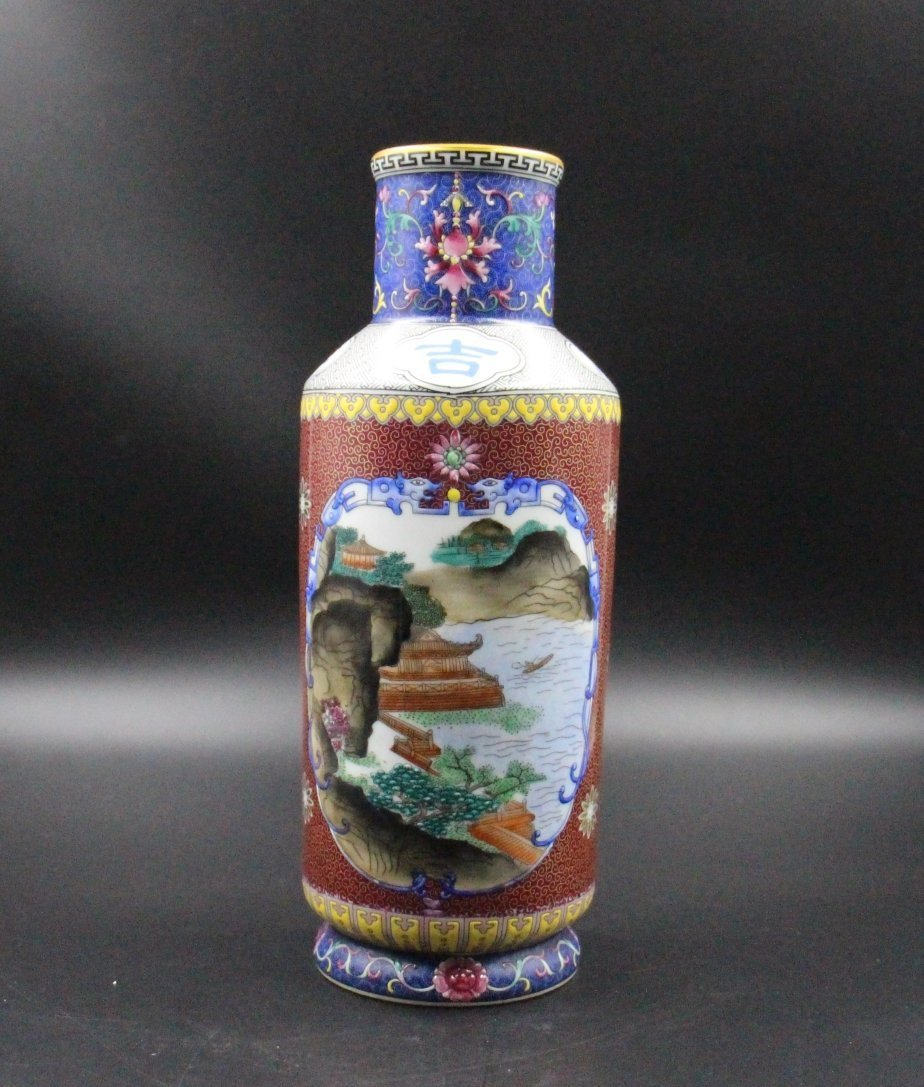 An Antique Chinese Famiile Rose Porcelain Vase