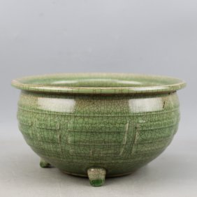 Chinese The song dynasty longquan celadon three legs in