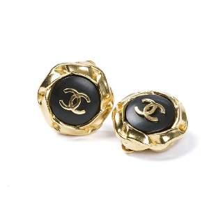 Chanel Round Black Logo Clip Earrings in Gold Black