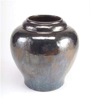 FULPER Fine and large bulbous vase of hammered text