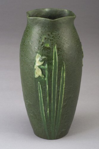 16: Exceptional GRUEBY bulbous vase with flor