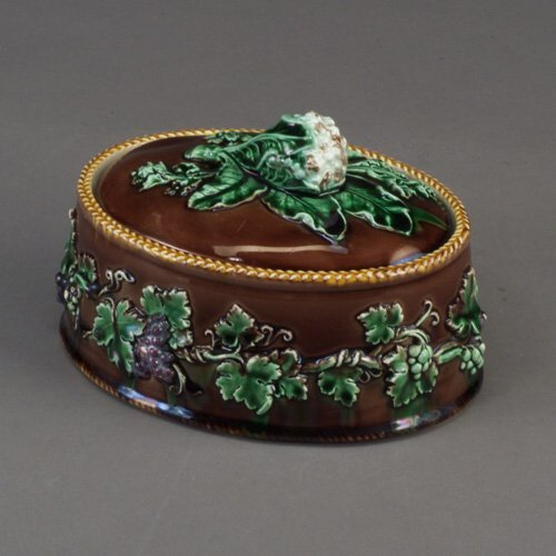 508: WEDGWOOD majolica game pie dish, c. 1870