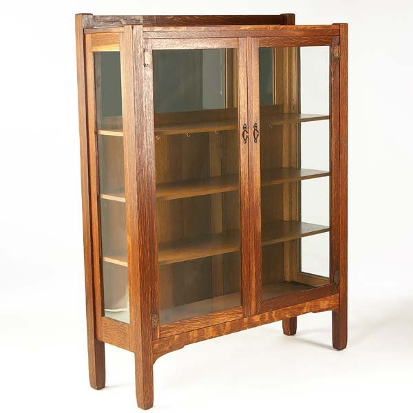 509: STICKLEY BROTHERS Two-door china cabinet with thre
