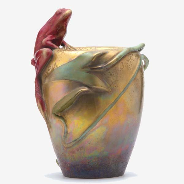 818: AMPHORA Vase modeled with a large red frog and lil