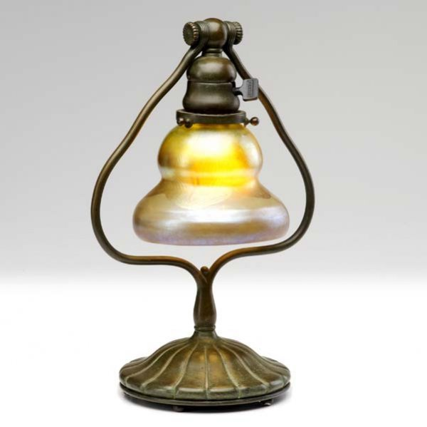 6: TIFFANY STUDIOS Desk lamp with pulled gold feather g