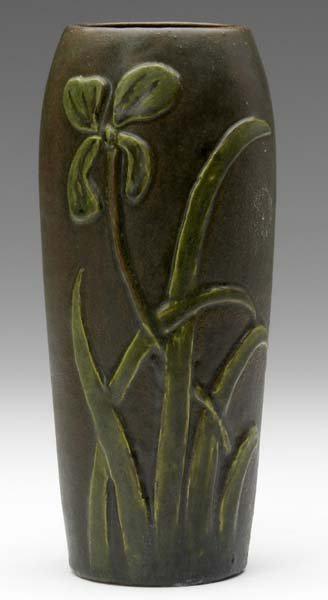 24: AREQUIPA Ovoid vase deeply carved with green flower