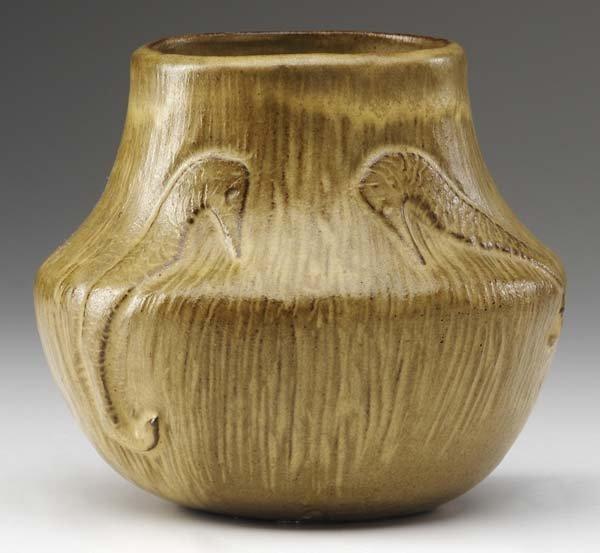 25: AREQUIPA Squat vase excised with seahorses