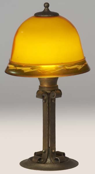 518: ROYCROFT Brass-washed hammered copper table lamp