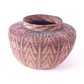 587: SOUTHWEST AMERICAN INDIAN Basket in a chevron patt