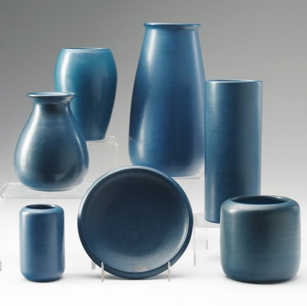 7: MARBLEHEAD Six vases and a bowl
