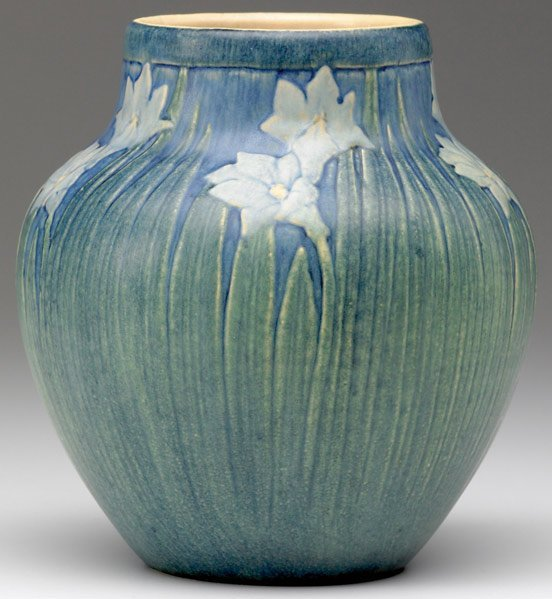 512: NEWCOMB COLLEGE Transitional vase by Alma Mason