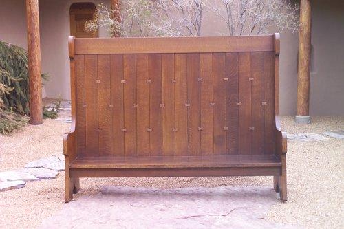 21: GUSTAV STICKLEY Custom-made hall bench fastened wit