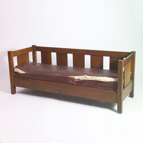510: L. & J.G. STICKLEY Even-arm settle with broad side