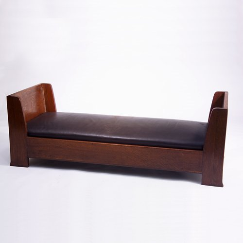 511: LIMBERT Daybed with shaped sides and drop-in sprin