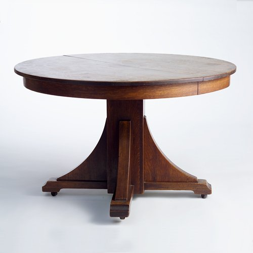 518: STICKLEY BROTHERS Round oak dining table with two