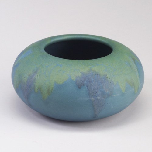 1003: ROOKWOOD Wax Matt squat vessel painted