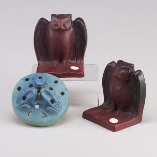 1013: Pair of VAN BRIGGLE owl bookends covere