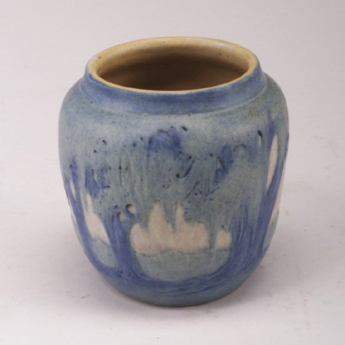 1412: Fine NEWCOMB COLLEGE small ovoid vase c