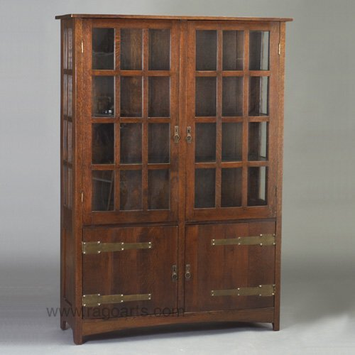 498: PAINE FURNITURE CO. china cabinet with t