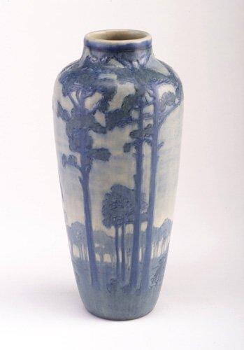 17: Fine and tall NEWCOMB COLLEGE vase crispl