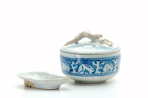 473: DEDHAM Two Crackleware items: covered dish in the