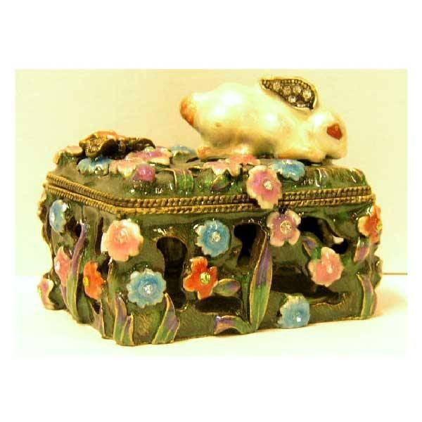 9: Collectables - A Tiffany style trinket box, enamelle
