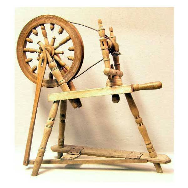 3131: Furniture - An antique oak spinning wheel with ta
