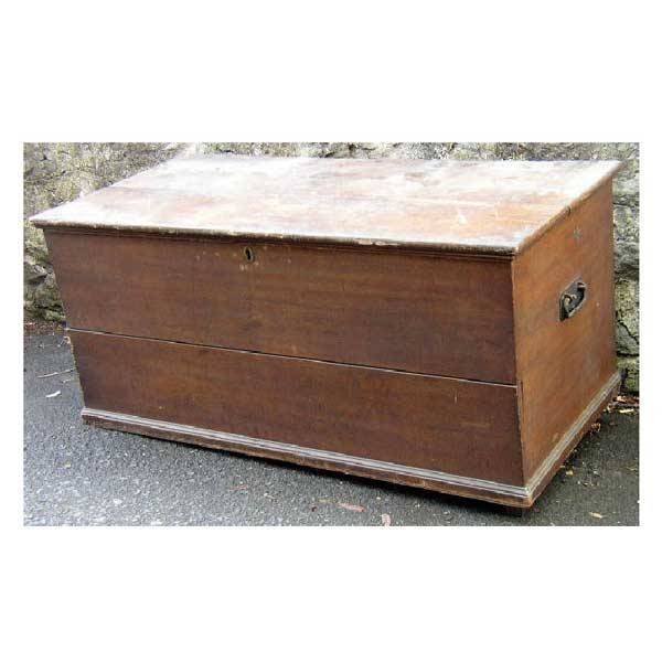 3137: Furniture - A Victorian pine scumbled blanket box