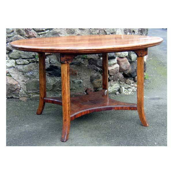 3151: Furniture - An oval mahogany table with moulded e
