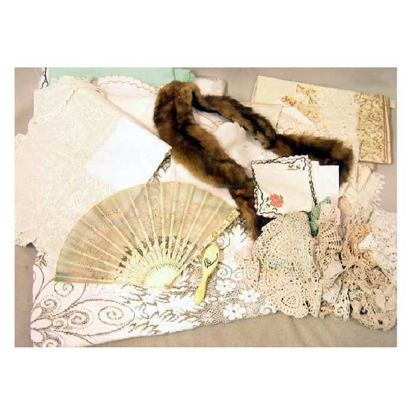 10: Collectable - A boxed ladies fan, with bone blades