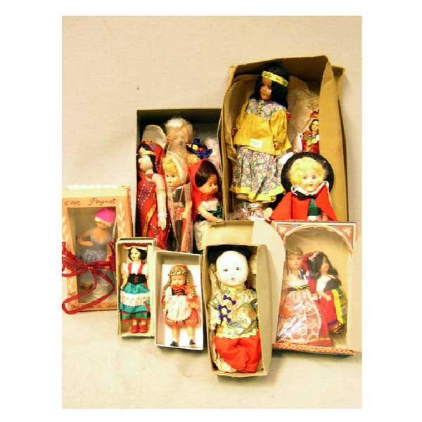 12: Toys - A collection of miscellaneous dolls, mainly