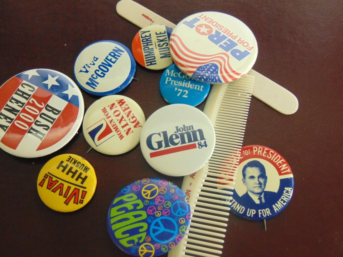 Lot of Political Buttons Comb, File