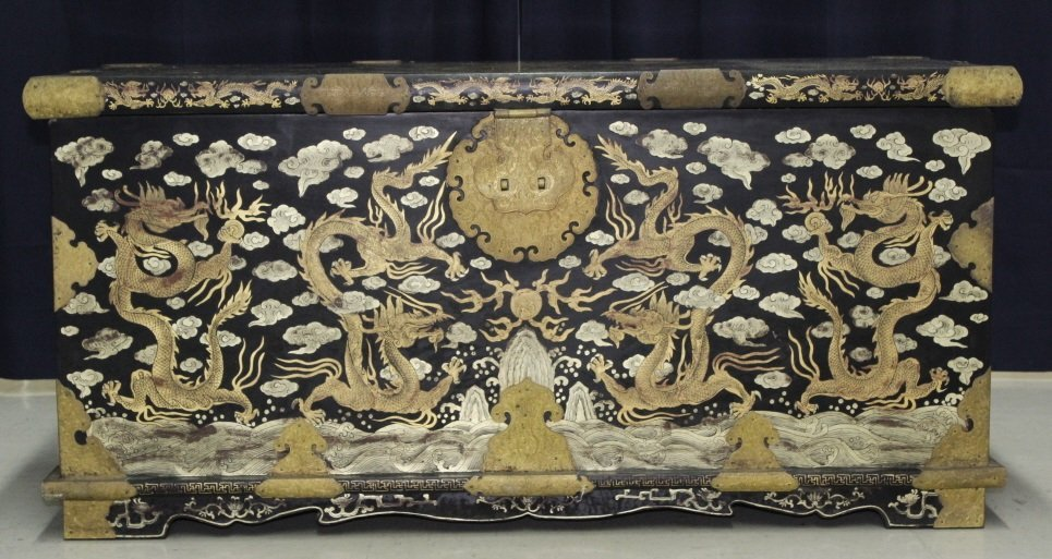 Elaborate & Detailed Antique Chinese Dragon Chest