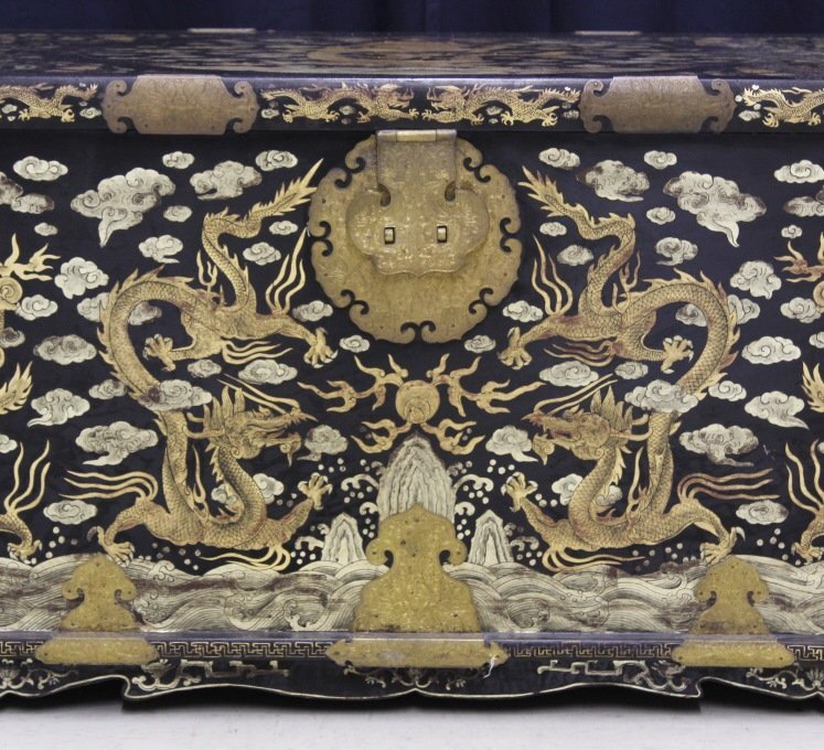 Elaborate & Detailed Antique Chinese Dragon Chest - 3